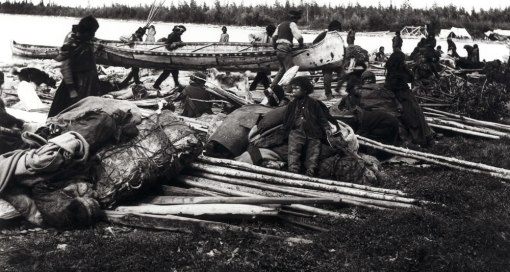 dene_arriving_in_canoes_at_ft._resolution_greatSlaveLake
