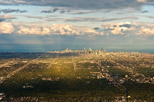 ChicagoSkyline_by-RobertElves,sce-Flickr